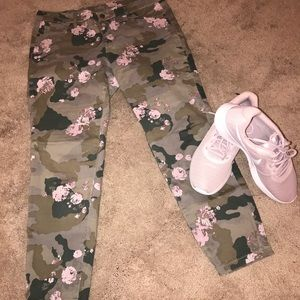 New York & Company Camouflage/Rose ankle pants